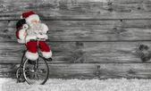 zábavné santa kupovat vánoční dárky dekorované dřevěné pozadí
