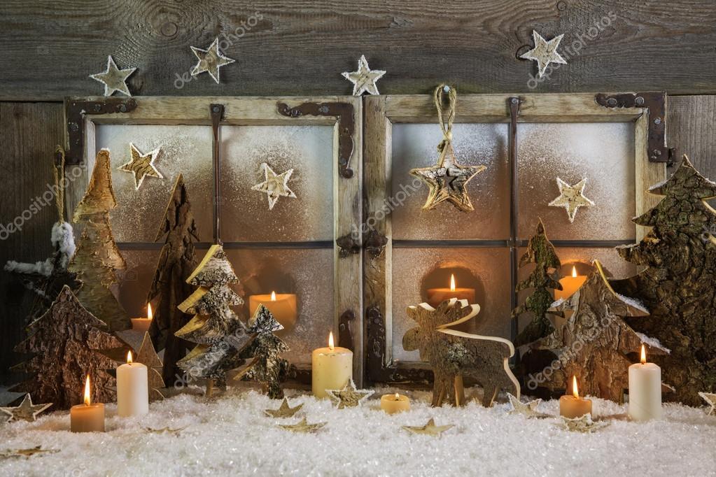 Natural handmade christmas decoration of wood outdoor in - Winterlandschaft dekoration ...