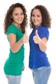 Dost izolovaná mladé dívky v modré a zelené palce nahoru: re