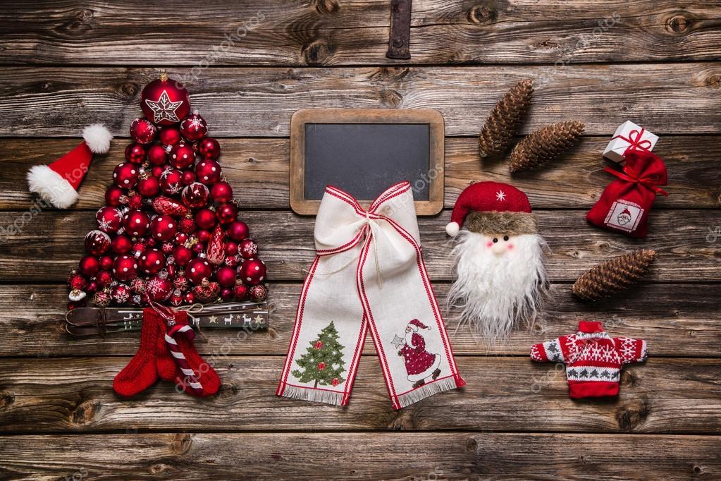 Feestdagen Natuurlijke Kerstdecoratie : Feestelijke natuurlijke kerstdecoratie: rood wit en hout met een
