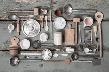 Old miniatures of kitchen equipment for decoration.