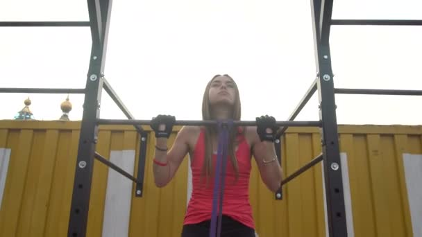 Strong Girl Does Pull Ups
