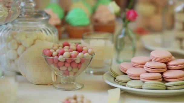 Tyčinku s hodně barevné sladkosti