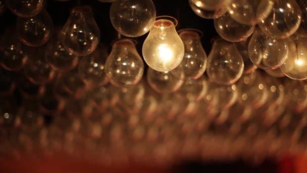 neobvyklé Návrhář lustr má mnoho světla