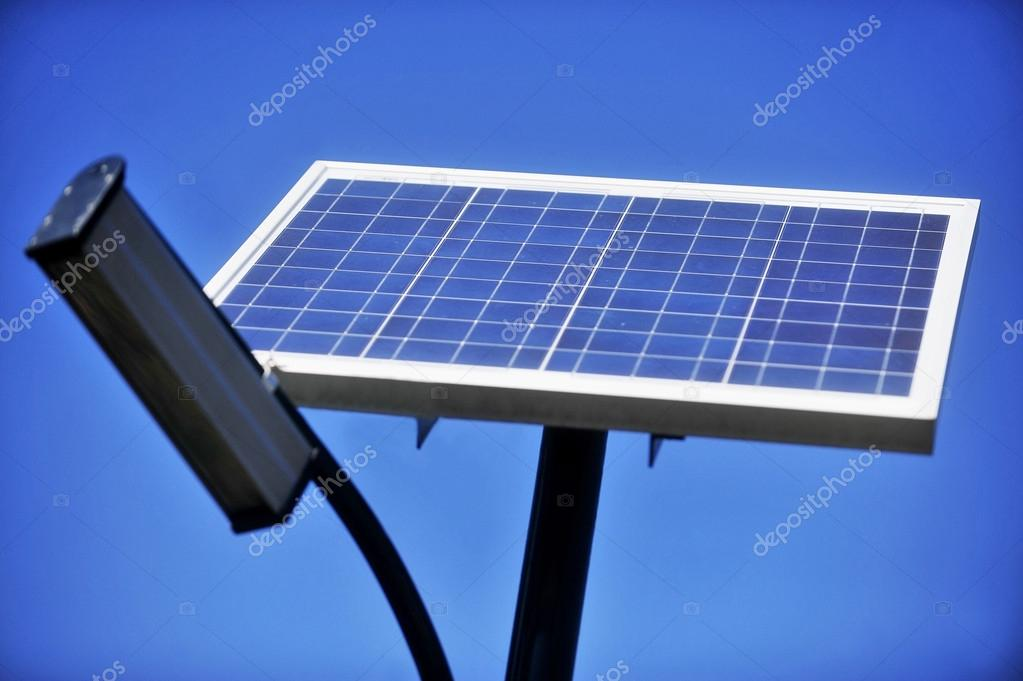 Illuminazione pubblica ecologica u2014 foto stock © roibu #54736429