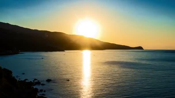 Ranní krajina s východem slunce