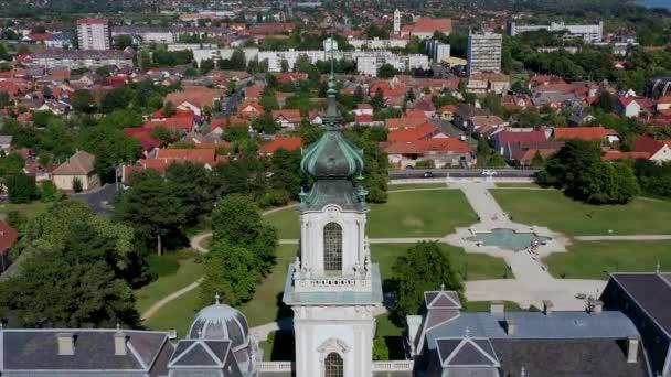 Légi felvétel a Festetics-kastélyról Keszthelyen, a Balaton mellett. Híres történelmi kastély ebben a filmben