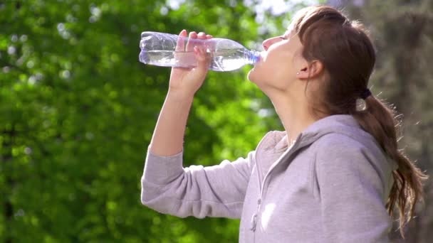 Young sports woman drinking water