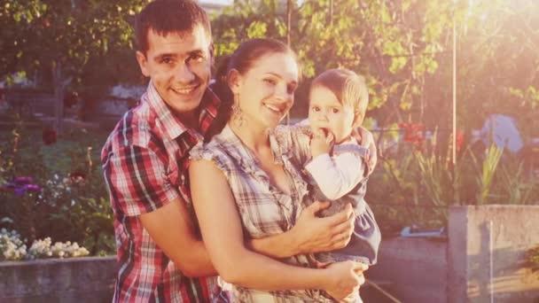 Rodiče s dcerou batole