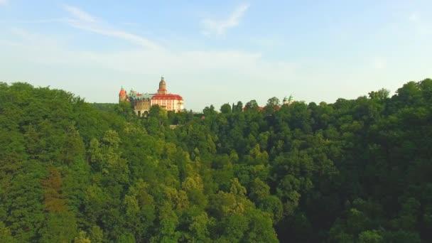 Letecký pohled na středověký zámek Ksiaz