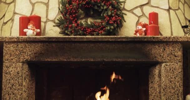 Warme Gemütliche Kamin Dekoriert Zu Weihnachten U2014 Stockvideo