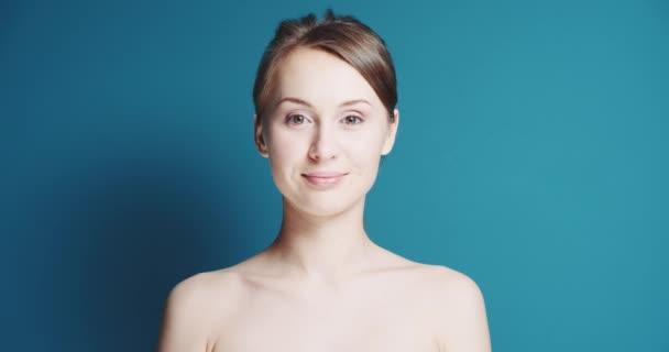 Krásná zdravá usměvavá žena