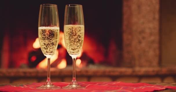 Šumivé šampaňské víno v brýlích