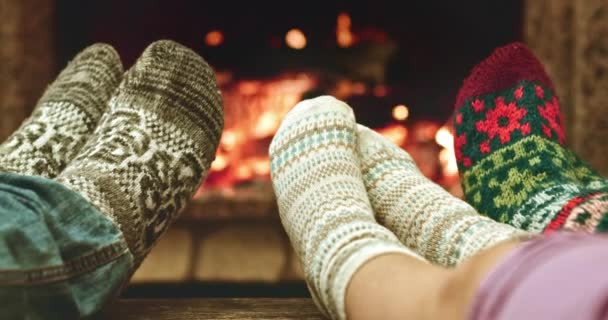Nohy oteplování od krbu