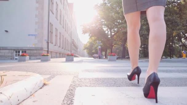Sexy žena nohy v městě