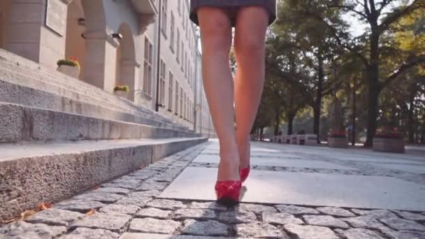 sexy žena nohy v červených botách