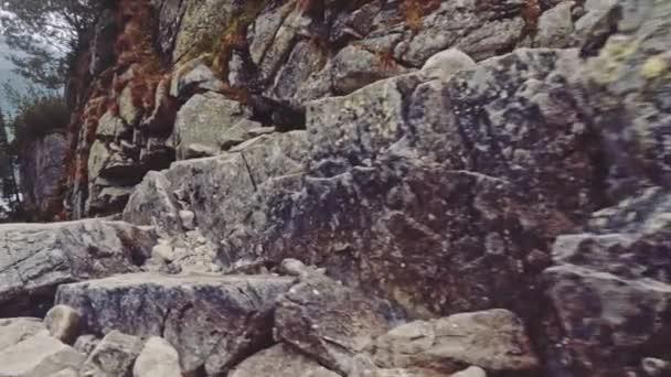 Kamera nad okraj útesu