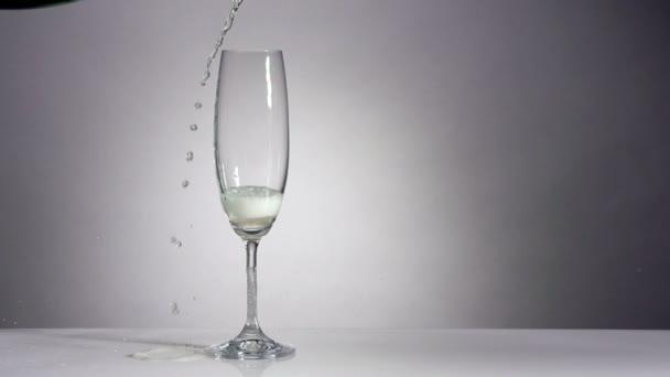 Champagner im klassischen Glas