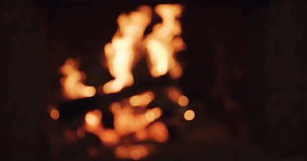 hořícího krbu