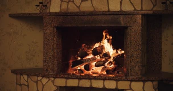 accogliente fuoco ardente