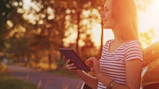 nő segítségével a digitális tábla