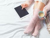 Fotografie Frau mit Tablet bei Atmosphäre