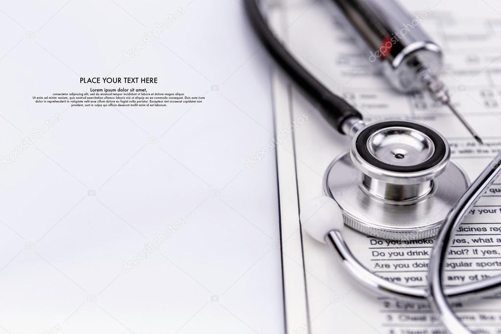 Stethoskop und Spritze Test ärztliche Untersuchung — Stockfoto