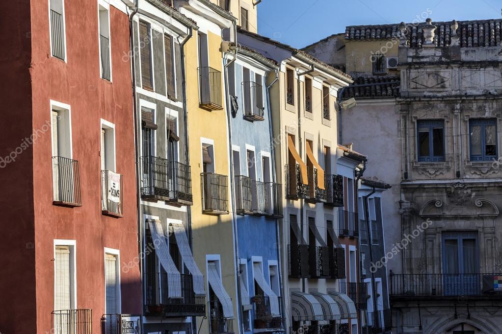 Costruzione di case tipiche nel centro storico della citt - Facciate di case colorate ...