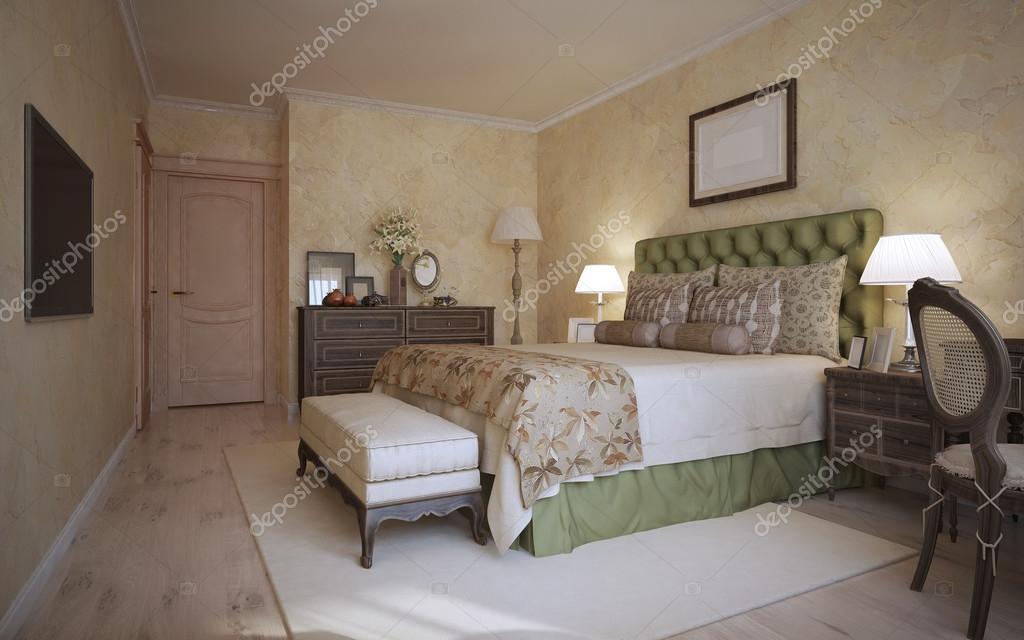Schlafzimmer Klassischen Stil. Bekleidet Mit Soft Olivgrün Bett Mit Kissen  Und Eine Decke Aus Creme Beige Ein Gemütliches Gästeschlafzimmer Mit Beige  Wände ...