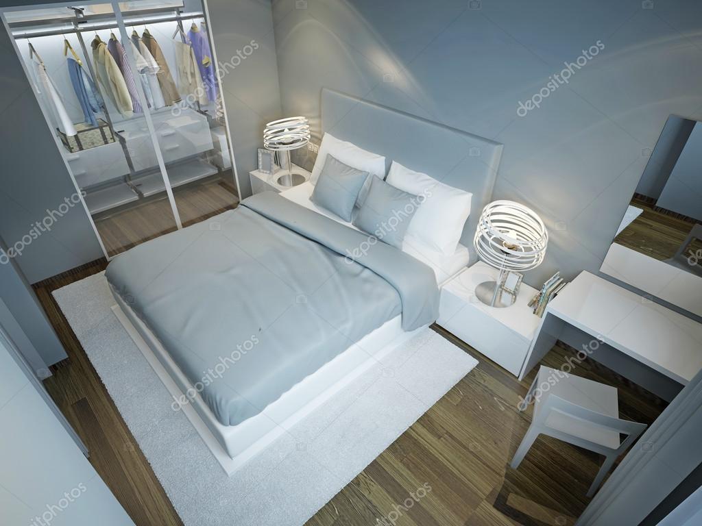 licht blauw slaapkamer met garderobe stockfoto