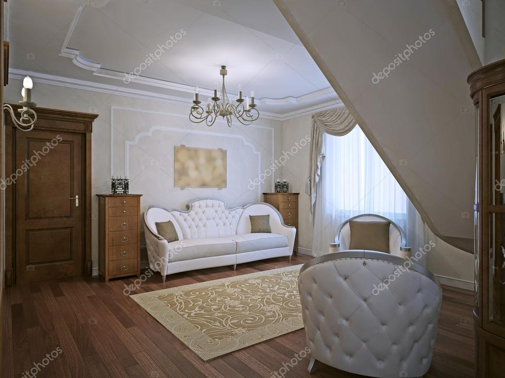 Elegante sofá en el living con paredes de moldeo — Foto de stock ...