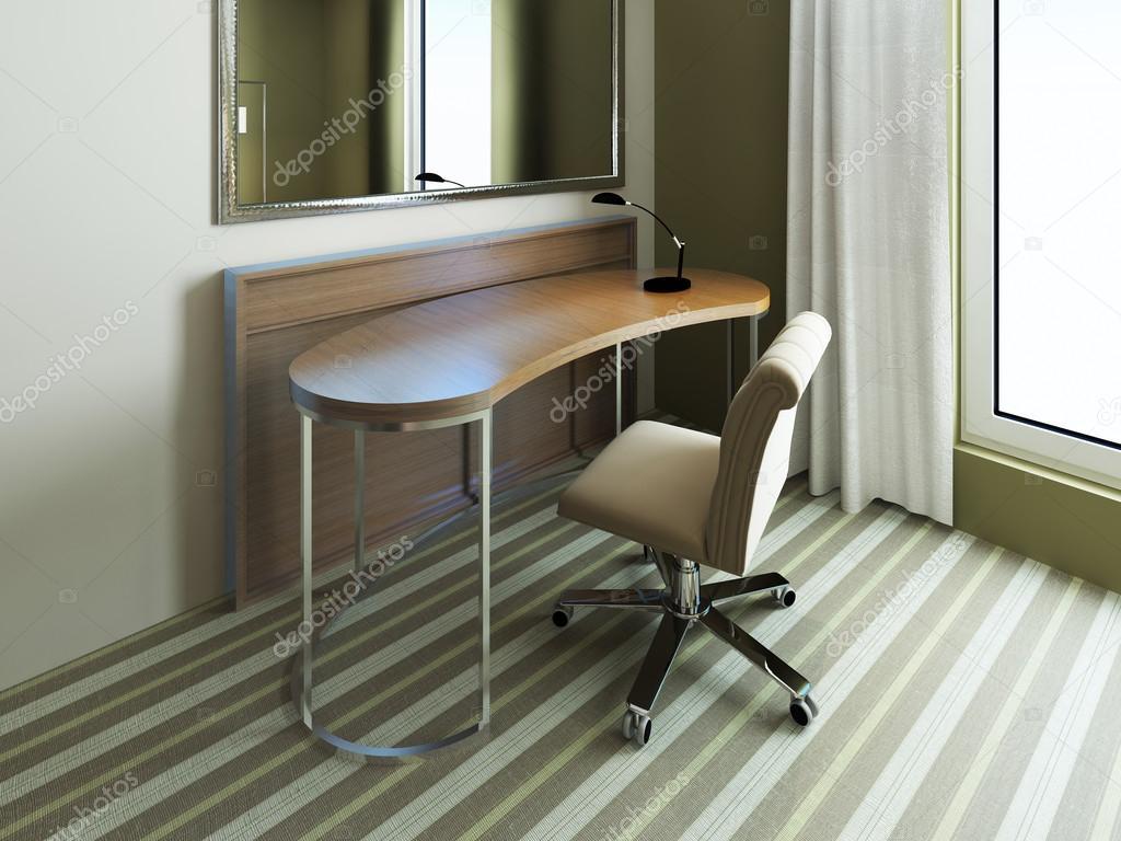 Kleinen Tisch in der Nähe von Spiegel im Schlafzimmer — Stockfoto ...