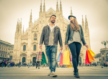 Couple shopping in Milan