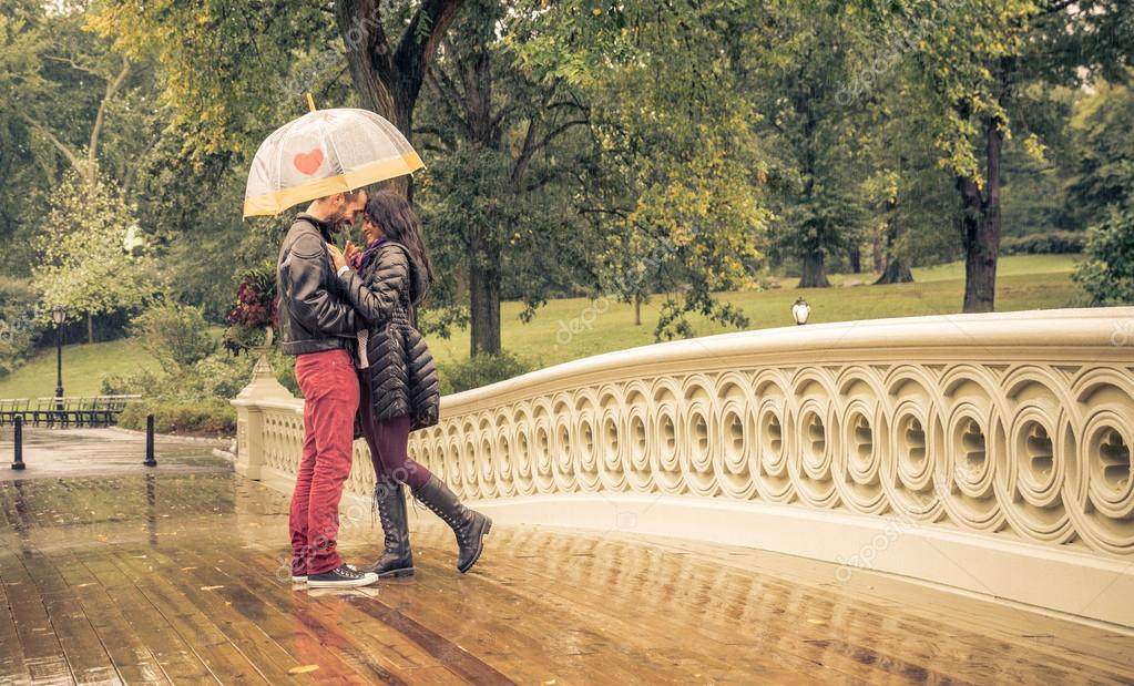 couple in a rainy day in central park