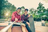 Fényképek Friends in a skate park