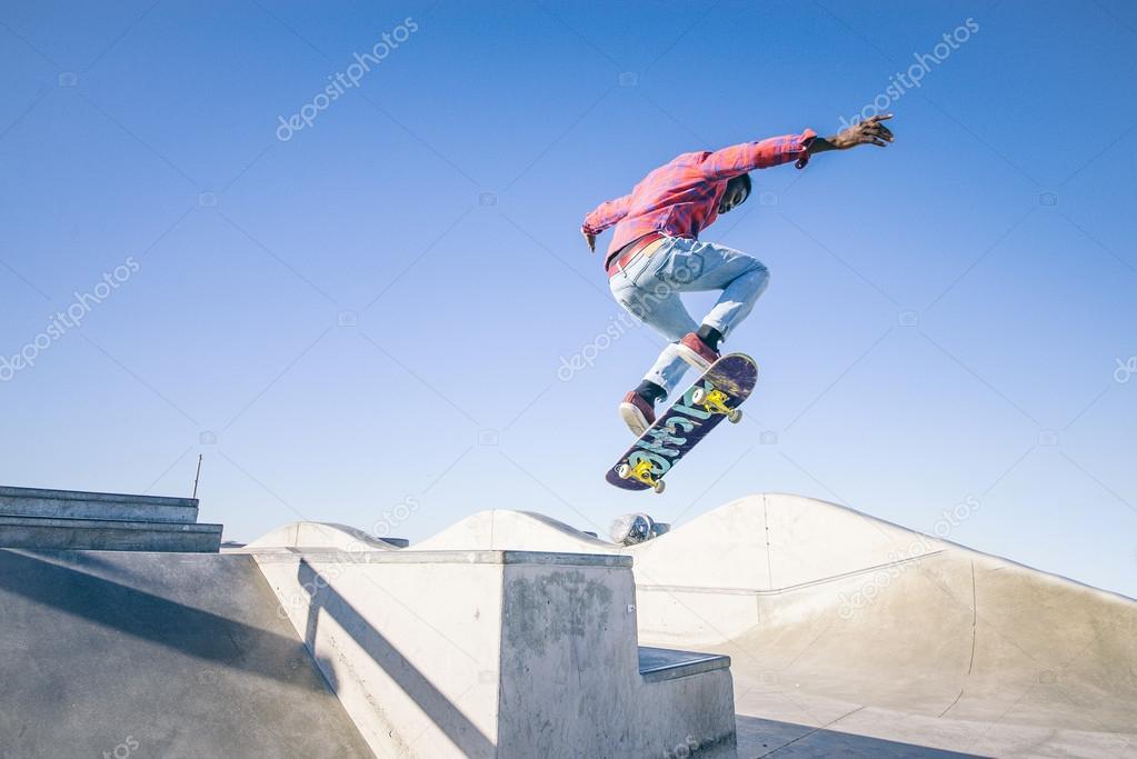 Skateboarder doing triks
