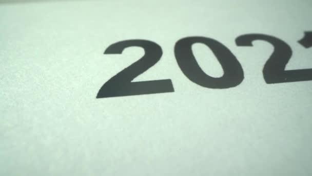 Újév. 2021-ben. Fém bikaév. Naptárba dátummal. Makró lövés. Vízszintes panoráma. Az Ökör éve