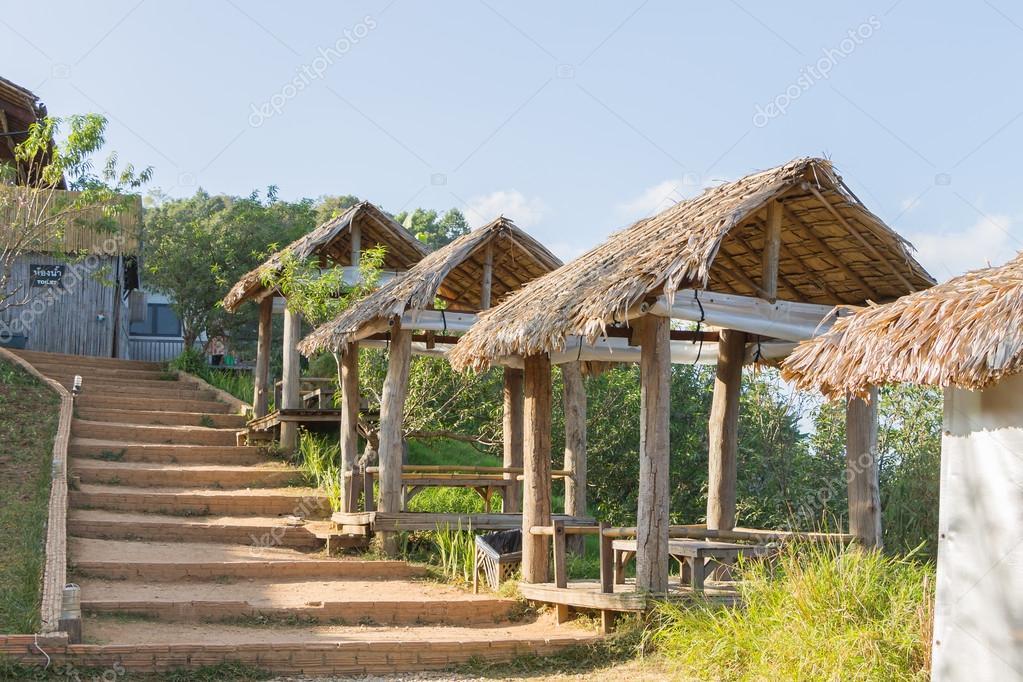 Detail der Thai-Stil-Pavillon mit Reetdach — Stockfoto ...