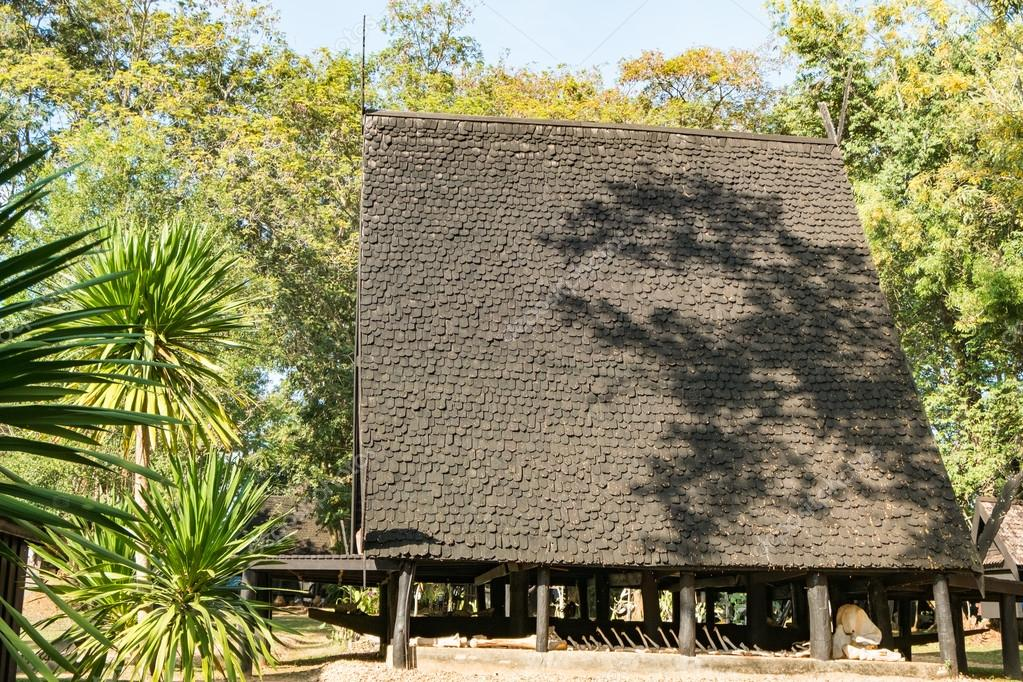 Baandam la casa di legno tradizionale stile tailandese in for La casa toscana tradizionale