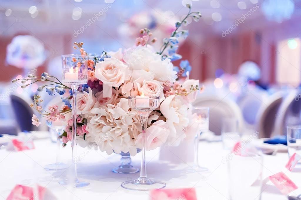 855aa1993436 Στολισμοί Γάμου με λουλούδια — Φωτογραφία Αρχείου © ver0nicka  124420612