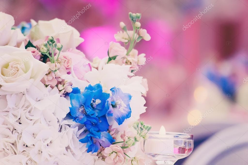 0baed43d5ec2 Στολισμοί Γάμου με λουλούδια — Φωτογραφία Αρχείου © ver0nicka  124420652