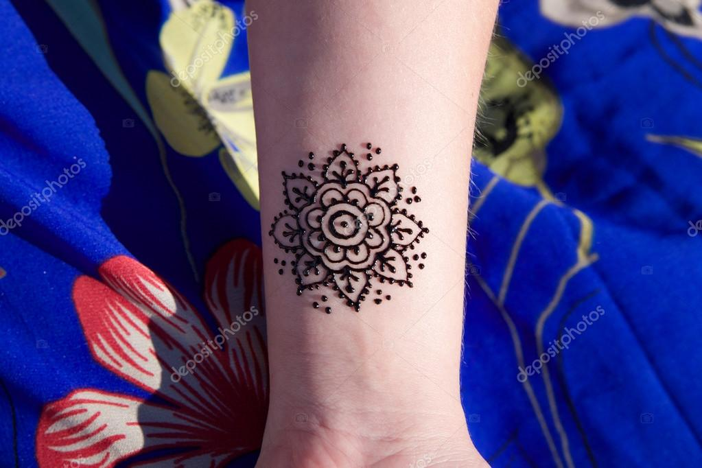 depositphotos_75509819-stock-photo-henna-tattoo-mehendy-on-hand.jpg