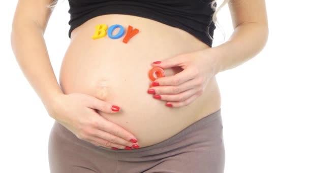Barva slovo dítě poblíž closeup těhotné bříško, bílá,