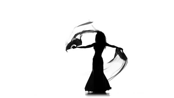 Talanted Bailarina Exotica Mujer Onda De Su Pelo Usa Ventiladores En Blanco