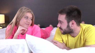 interesnie-porno-romanticheskaya-stsena-v-posteli-seksualnuyu-bryunetku