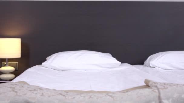 Pohodlné polštáře a postel