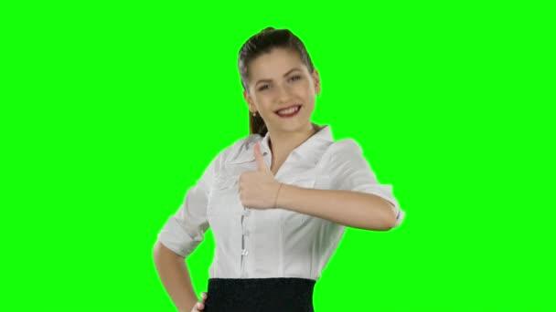 Happy podnikatelka zobrazující palce. Zelená obrazovka