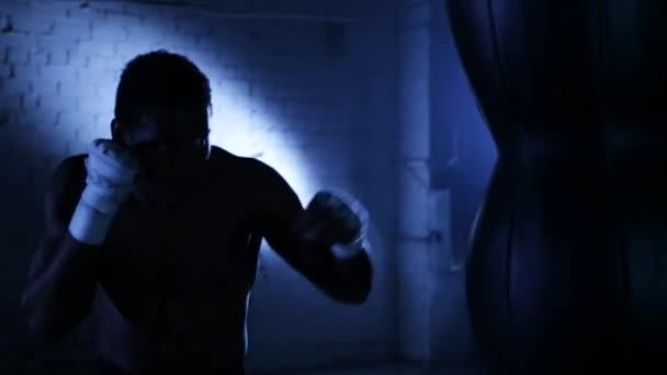 Africký americký boxer sportovec shadow box