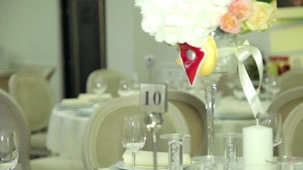 Blumen, blumenstrauss auf Tabellen in Hochzeitstag, dynamische Wechsel des Fokus