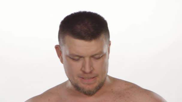 Muž, smutek. Bílá